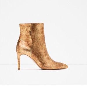 🚨FINAL PRICE🚨 ZARA Gold Booties Pointy Heels